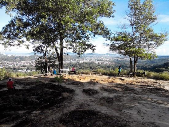 Mendaki Bukit Padang Kota Kinabalu 3