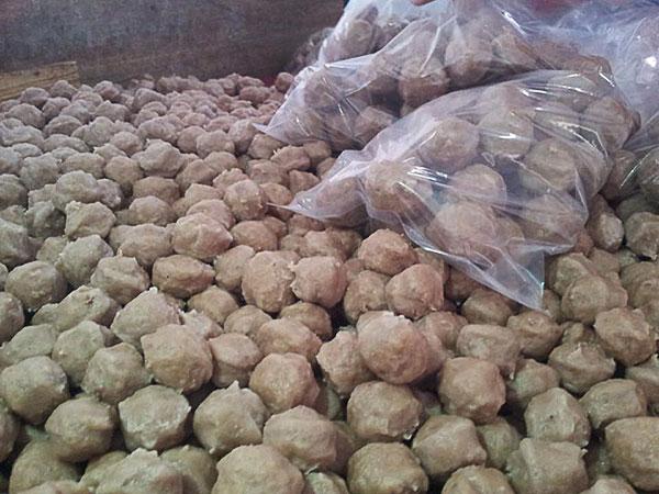 Makan Bakso Sedap Bebola Gergasi di Putatan Sabah 4