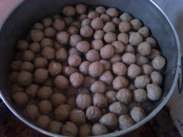 Makan Bakso Sedap Bebola Gergasi di Putatan Sabah 5