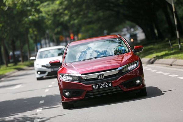 review honda civic 1.5 turbo FC warna maroon